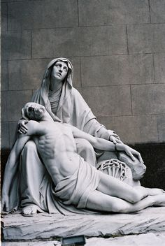 Body of Jesus taken from the Cross (Psalm Luke Jhon Catholic Art, Religious Art, La Pieta, Pieta Statue, Les Fables, Our Lady Of Sorrows, Jesus Art, Mary And Jesus, Cemetery Art