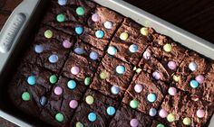 87 calories per square and pretty good with lite ice cream on top! A homemade, slimmed down version of the classic brownie topped with pastel colored M&M's for the perfect Easter dessert. Low Calorie Desserts, Ww Desserts, Light Desserts, Dessert Recipes, Dessert Ideas, Easter Desserts, Easter Treats, Healthy Desserts, Delicious Desserts