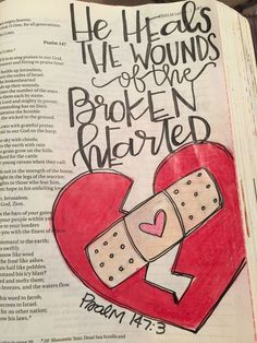 Psalm He heals the broken-hearted and binds up their wounds. Bible journaling by Julie Williams by merle Psalm He heals the broken-hearted and binds up their wounds. Bible journaling by Julie Williams by merle Scripture Doodle, Scripture Study, Bible Art, Bible Doodling, Drawing Quotes, Bible Journaling For Beginners, Bible Study Journal, Bible Prayers, Bible Study Tips
