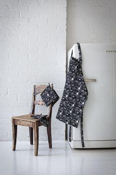 Moominmamma kitchen textiles || Sarjakuva-muumimamma -keittiötekstiilit Chair, Prints, Furniture, Collection, Autumn, Design, Home Decor, Winter, Finland