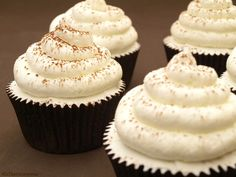 You already know our passion for tiramisu, especially from my husband. Cupcakes Tiramisu, Gormet Cupcakes, Köstliche Desserts, Delicious Desserts, Mini Cakes, Cupcake Cakes, Cupcake Recipes, Dessert Recipes, Cake Decorating Tips