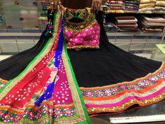 colouring pages for garba raas Garba Dress, Choli Dress, Indian Dresses, Indian Outfits, Dandiya Dress, Indian Dance Costumes, Chanya Choli, Sumo, Saree Blouse Patterns