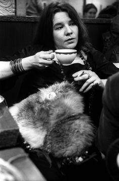 Janis Joplin was perhaps the premier blues-influenced rock singer of the late Sixties, and certainly one of the biggest female rock stars of. Janis Joplin, Jane Birkin, Brigitte Bardot, Woodstock, Arya Stark, Breaking Bad, Beatles, Jimi Hendricks, Black White Photos