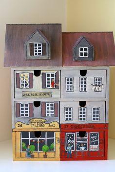 ...wird zur Altstadt-Kommode. Dazu habe ich sie mit Acrylfarben bemalt und ein Dach und mitsamt Gauben aus Sperrholz ausgesägt. Die Kommode war ein Geburtstagsgeschenk für meine Tochter.