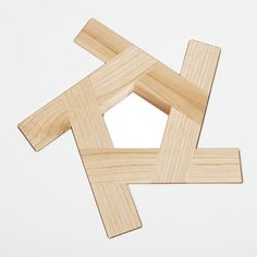 a table and stool whose entire structure relies on five identical elements - which are up-side-down & shapes - fitting into one another. Tiny Furniture, Japanese Furniture, Industrial Design Furniture, Crate Furniture, Cafe Chairs And Tables, Wood End Tables, A Table, Scrap Wood Projects, Woodworking Projects