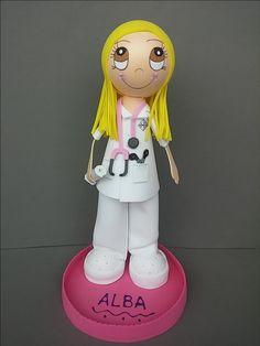 Buenos días...comenzamos la semana con la fofucha enfermera personalizada que nos encargó Yadira!!!