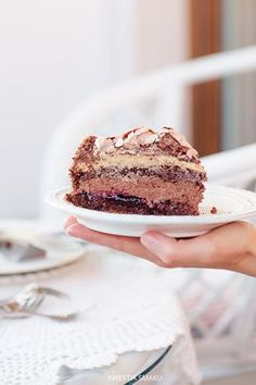 Royal cake with chocolate meringue Polish Cake Recipe, Polish Recipes, Polish Food, Sweet Recipes, Cake Recipes, Royal Cakes, Chocolate Meringue, Different Cakes, Food Cakes
