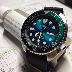 This Seiko Blue Lagoon. I assure you, you wouldn't like this piece if you Googled for its images. Because I didn't, until I saw it in the flesh (Or metal) and it grew on me. Like wildfire.
