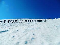 """Camino a la cima !! 🗻🌋 del volcán Villarrica, su nombre en lengua Mapuche ( pueblo originario de esta zona) es """"Rukapillan"""" ( Casa del… Chile, Mountains, Beach, Water, Travel, Outdoor, Home, Volcanoes, Drive Way"""