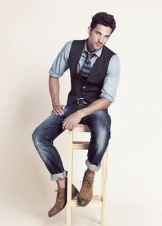 I like the look... except the rolled up jeans and no-sock thing. What's with the sockless trend in menswear?  I don't understand!!!  H.E. by Mango September '12 Look Book