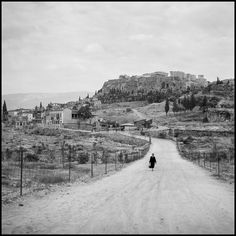 Robert McCabe Athens, The Agora and the Acropolis from Observatory Road. Athens Acropolis, Athens Greece, Porches, Greece Pictures, Fade To Black, Photojournalism, Vintage Pictures, Historical Photos, Old Photos