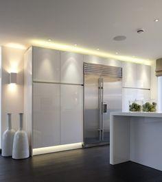 Modern Kitchen Design : beautiful gloss white kitchen stunning lighting and accessories Kelly Hoppen Kitchen Sets, Home Decor Kitchen, New Kitchen, Home Kitchens, Awesome Kitchen, Decorating Kitchen, Kitchen Cupboards, Rustic Kitchen, Cabinets