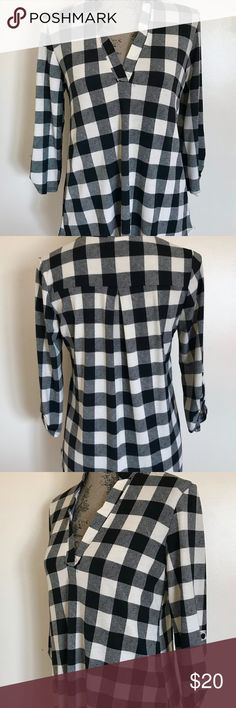 Black & White Checkered Plaid 3/4 Sleeve Top NWT! Si Avance Black & Off White Checkered 3/4 Sleeve Top Women's Size S  Brand: Si Avance  Color: Black & Off White Condition: New With Tags  Product Details: Black and off white Plaid. Lightweight and super comfortable, with an easy fit. This top has roll-tab and three-quarter sleeves. Looks great worn with jeans or leggings.  Size Type: Regular Size (Women's): Small Material / Care : Polyester/Spandex / Machine or Hand Wash MSRP: $45   Length…