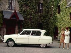 Citroen Ami 6 - Are the women asking 'have they really made it look like that? Citroen Ds, Psa Peugeot Citroen, Volkswagen 181, French Classic, Classic Cars, Automobile, Car Advertising, Sweet Cars, Cute Cars