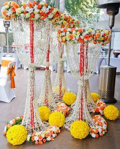 Best site to plan a modern Indian wedding, WedMeGood covers real weddings… Diwali Decorations, Indian Wedding Decorations, Ceremony Decorations, Flower Decorations, Wedding Mandap, Wedding Stage, Diy Wedding, Wedding Ideas, Mehndi Decor