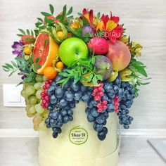 Fruit bouquet centerpiece edible arrangements ideas for 2019 Fruit Flower Basket, Fruit Box, Fruit Flowers, New Fruit, Summer Fruit, Fruit Fruit, Edible Fruit Arrangements, Edible Bouquets, Food Bouquet