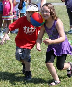 Beach Ball Relay Games | the beach ball race at the Fairgrieve Elementary School Annual Game ...