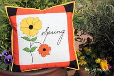 Free Sewing Pattern: Bring on Spring Pillow