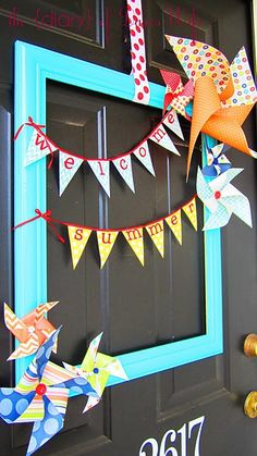 Summer décor - How fun a new take on the front door wreath.Brightly painted picture frame, Pinwheels glued to the corners, and a simple Welcome Summer Banner (holiday door wreaths simple) Summer Crafts, Summer Fun, Fun Crafts, Diy And Crafts, Paper Crafts, Picture Frame Wreath, Picture Frames, Welcome Summer, Diy Wreath
