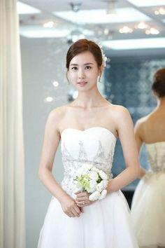 Lee Da Hae, Hotel King, 2ne1, Kdrama, One Shoulder Wedding Dress, Actresses, Actors, Wedding Dresses, Beauty