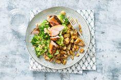 Zalmfilet met peperkorst & broccoli met hazelnoten - Recept - Allerhande