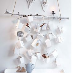 Cool and stylish DIY Advent Calendar by hanging take-out boxes from a spray-painted branch - would also be cute with paper stars! DIY Adventskalender