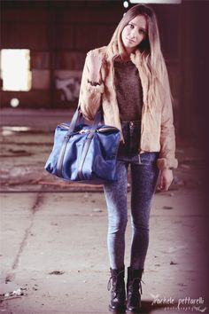 Italian #leather ! buy this amazing #bag here: www.pelletteriamassi.it/it/a-mano/44-borsa-blue-light-moon.html