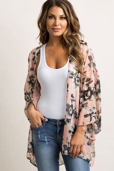This flowy, floral bell sleeve kimono is lightweight and easy to layer over so many outfits. With its light chiffon material and fun floral print, this kimono will be your new go-to. Style with a basic top and jeans for a complete look. Tokyo Fashion, Kimono Fashion, Hijab Fashion, Fashion Outfits, Fashion Women, Kimono Floral, Chiffon Kimono, Print Chiffon, Kimono Mantel