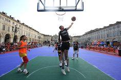 #Basket - Streetball in piazza San Carlo. #Torino 17 giugno 2012