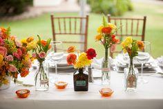 Decoraciones que irradian vida y encanto.  #maríalimón #floraldesign #florals #eventstyling #weddingstyling #trends #weddingdecor #summer #weddingstyle #vibrantcolors #inspiration #unique #yellow #orange #pink