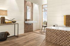 Fliesen in Holzoptik verleihen dem Bad eine angenehme, warme Atmosphäre (© Deutsche Fliese | Villeroy&Boch).