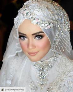 Inspiring make up from @redberrywedding �� So beautiful dear ��  #RepostSave @redberrywedding with @repostsaveapp ・・・ Syifa wedding #bride#hijab#moeslemhijab#weddingmakeup#makeupartist #makeupartistjakarta #inspirasimakeupwedding http://gelinshop.com/ipost/1515156475016753949/?code=BUG6slQgbMd