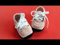 Crochet Cute And Easy Baby Sneakers - We Love Crochet Crochet Baby Sandals, Crochet Baby Clothes, Crochet Shoes, Crochet Slippers, Love Crochet, Baby Boy Booties, Baby Boots, Baby Girl Shoes, Crochet Converse