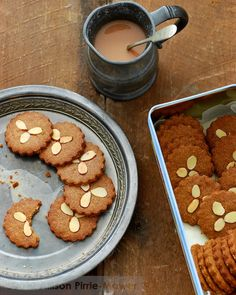 spelt & rye spiced biscuits - pease pudding