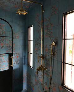Diy Bathroom Remodel, Bathroom Spa, Bathroom Ideas, Blue Bathrooms, Bathroom Showers, Diy Projects Cans, New Toilet, Amber Interiors, Attic Renovation