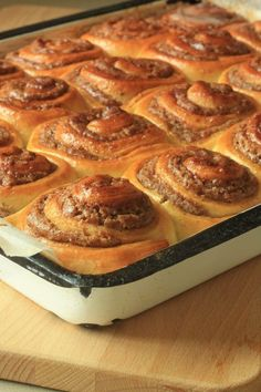 סינרול - ספירלות קינמון חלומיות - Brown Sugar Dessert Cake Recipes, Cookie Recipes, Sweet Roll Recipe, Biscotti Recipe, Jewish Recipes, Yummy Cakes, No Bake Cake, Sweet Recipes, Donuts