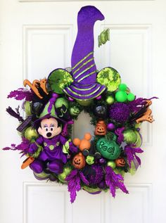Minnie Mouse Halloween Wreath | #fall #autumn #decorating #decor #halloween #disney