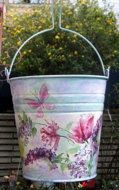 yep, can do Folk Art Flowers, Vintage Flowers, Painted Milk Cans, Crafts To Make, Diy Crafts, Paint Buckets, Decoupage Art, Tole Painting, Shabby Chic Style
