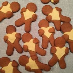 A cookie man with heart - Bagvrk.dk - Nice cookies to make as a Christmas baking workshop. Can also be added to the coffee in December. Christmas Goodies, Christmas Treats, Christmas Time, Xmas Food, Christmas Cooking, Danish Cookies, Danish Christmas, Cute Cookies, Cute Food