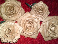 růže z balícího papíru