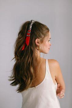 5 WAYS TO STYLE A BANDANA | Quick & Easy Hair Tutorials IG Valeria Lipovetsky  #Bandana #easy #hair #IG #Lipovetsky #Quick #Style #Tutorials Ponytail Hairstyles, Cute Hairstyles, Bangs Hairstyle, Hairstyle Ideas, Bandana Hairstyles For Long Hair, Bandana In Hair, Bandana Hair Tutorials, Scarf In Hair, Easy Hair Tutorials