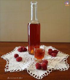 Il liquore ai lamponi è dolce e molto piacevole, può essere gustato sia freddo che a temperatura ambiente ed è ottimo servito dopo i pasti.