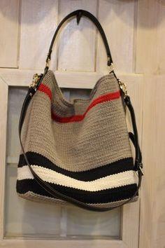 요즘에 딱!~호보백 : 네이버 블로그 Crochet Handbags, Crochet Purses, Big Bags, Cute Bags, Crochet Stitches, Knit Crochet, Crochet Backpack, Knitting Accessories, Knitted Bags