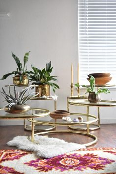 milo baughman style hollywood regency gold plated 3 tier swivel end table / coffee table Milo Baughman, Large Coffee Tables, Large Table, Medan, Estilo Hollywood Regency, Gypsy Curtains, Brown Sofa, Chinoiserie Chic, Stylish Kitchen