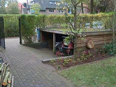 Garage Velo, Carport Garage, Bike Locker, Outdoor Bike Storage, Hillside Landscaping, Bike Shed, Outside Living, Woodworking Joints, Garden Inspiration