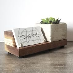 desk accessories Black Walnut, birch and concrete blend together beautifully in this eye catching business card holder. Business Desk, Wood Business Cards, Business Card Design, Business Office Decor, Salon Business Cards, Etsy Business, Creative Business, Business Card Displays, Business Card Holders