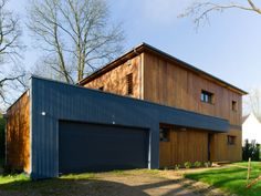 Un bois de construction extérieur à traiter régulièrement - Une maison passive en bois bâtie dans la forêt