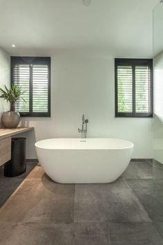 Black shutters in modern bathroom. Solid Surface bath and concrete look tiles Stone Bathroom, Bathroom Spa, Bathroom Interior, Modern Bathroom, Bathroom Ideas, Bad Inspiration, Bathroom Inspiration, Large Bathrooms, Small Bathroom