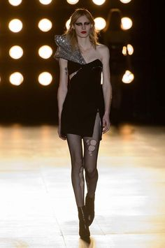 Saint Laurent - #PFW Fall/Winter 2015/2016 www.so-sophisticated.com