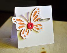 Mariposa naranja blanco botón